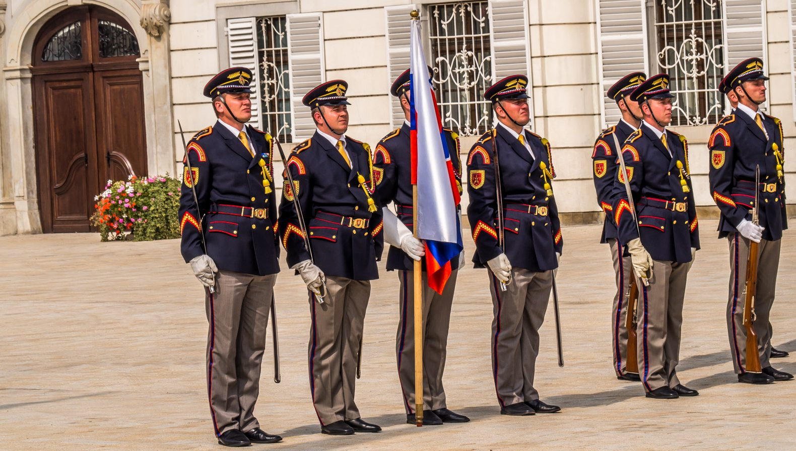 Bratislava: Changing of the guards at the presidential palace