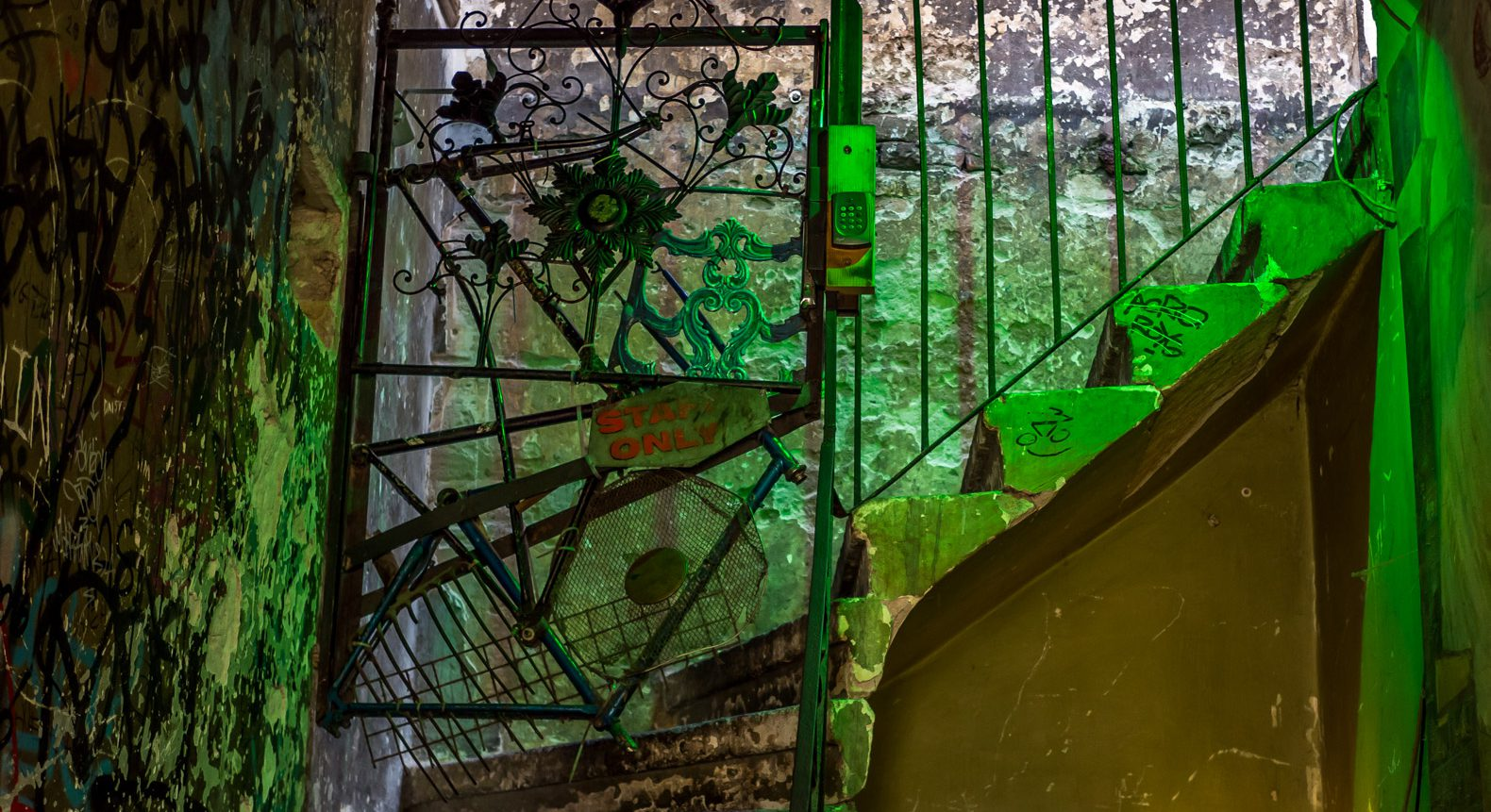 Ruin pubs in Budapest: Szimpla Kert staircase