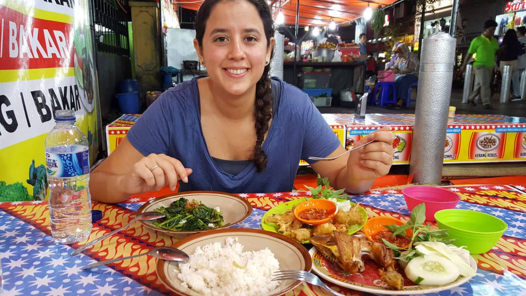 Awesome things to do in Yogyakarta - Dinner at a food stall at Jalan Malioboro