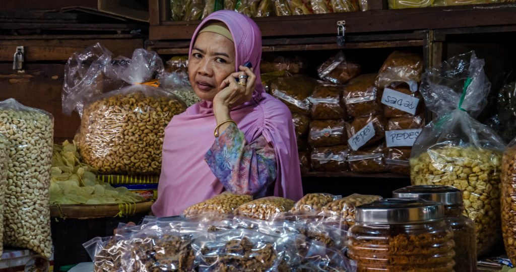 Awesome things to do in Yogyakarta - Market woman at Pasar Beringharjo