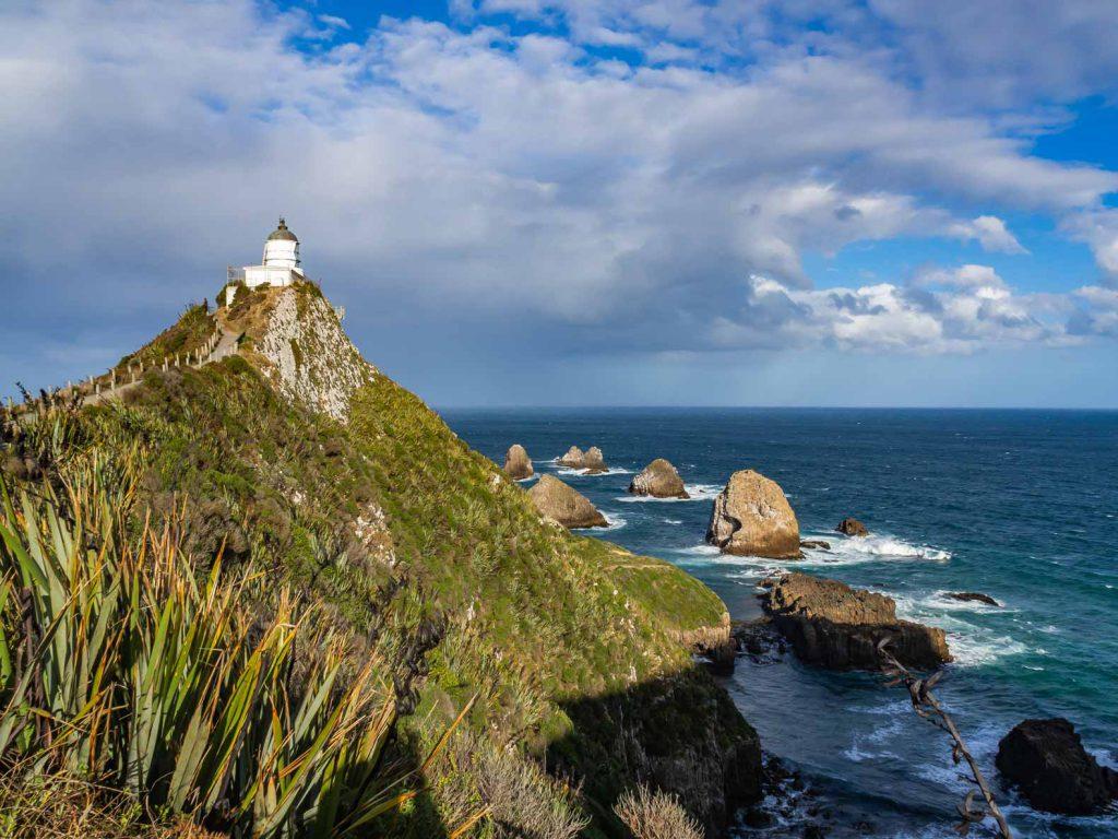 Nugget Point với ngọn hải đăng, New Zealand.