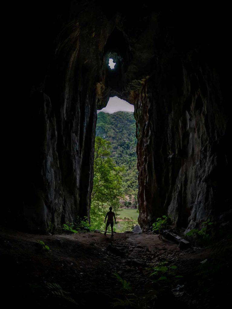 Nong Khiaw Cave Pha Kuang
