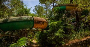 Urbexing in the abandoned water park of Hue