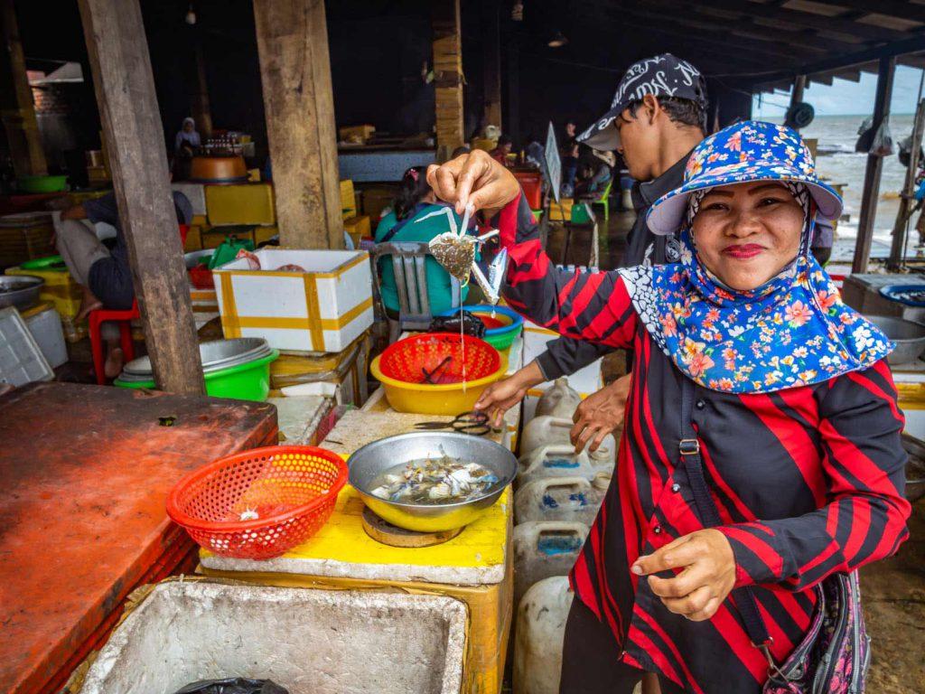 Lady selling crab at the Kep crab market