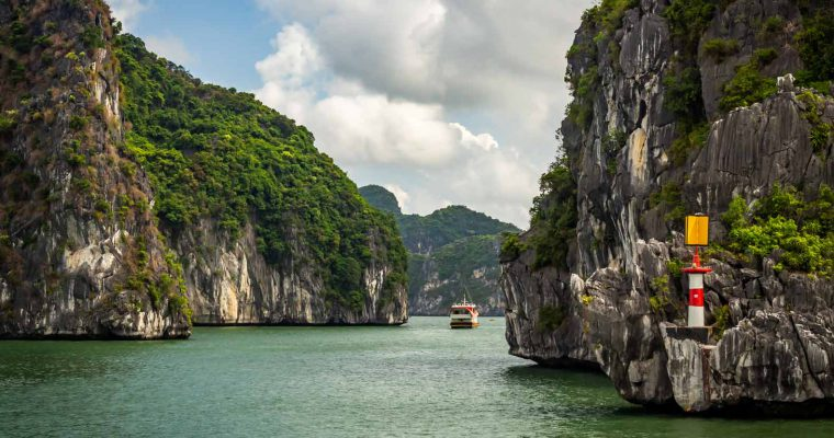 Lan Ha Bay: how to visit the less touristy alternative to Ha Long Bay from Cat Ba island