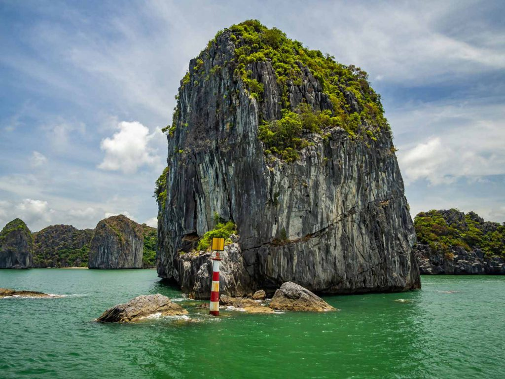 Lan Ha Bay islet - Cruise from Cat Ba Island